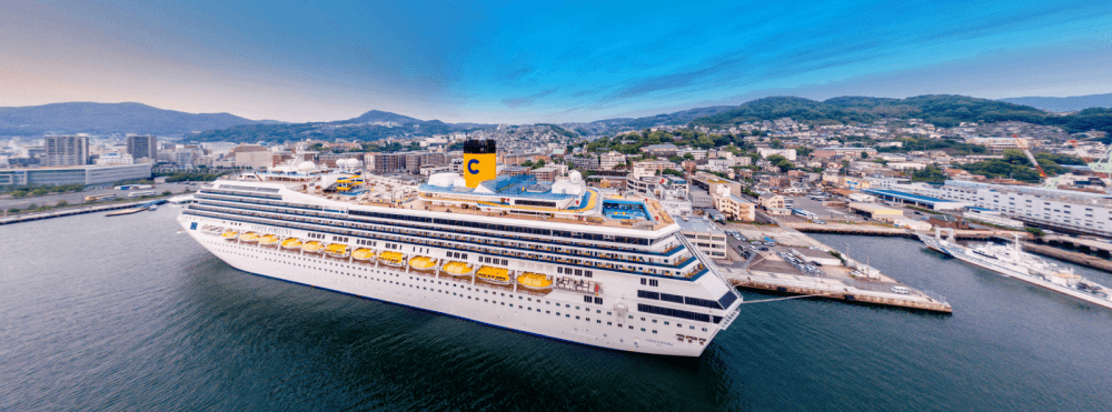 Carnival Kreuzfahrtschiff Costa Fortuna im Hafen von Nagasaki
