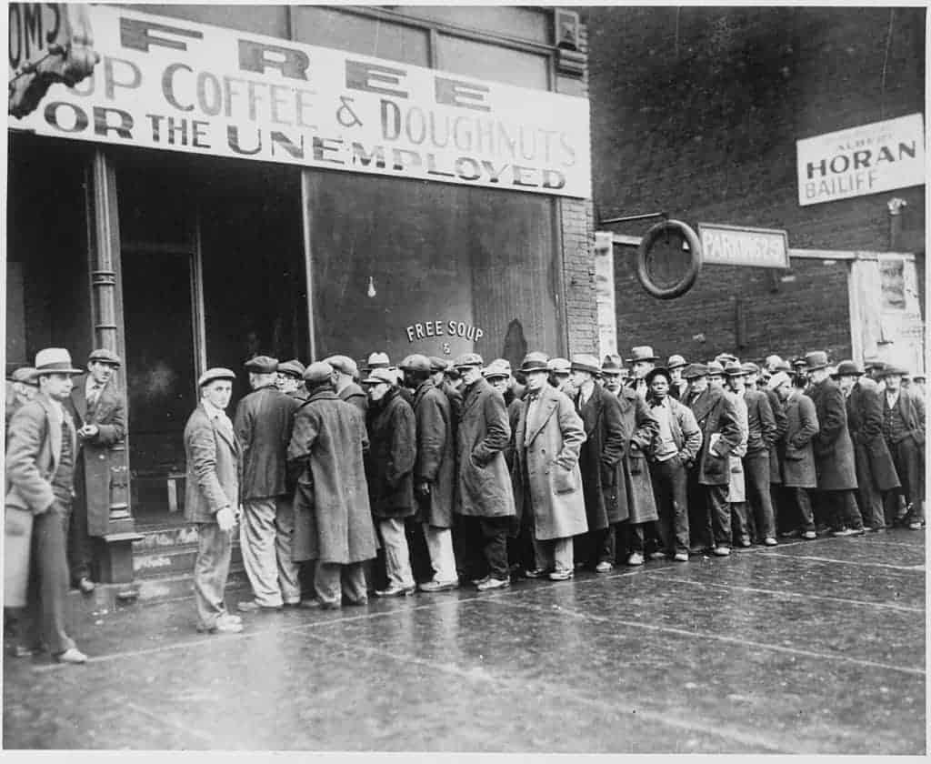 Bedürftige vor einer Suppenküche in den USA während der Großen Depression 1931